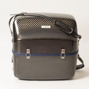 accordion luxury squared carbon case front