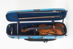 Violin glass fibre case turquoise opened on floor