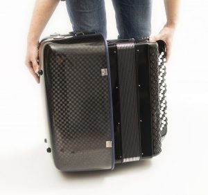 Accordion luxury squared carbon case sequence start