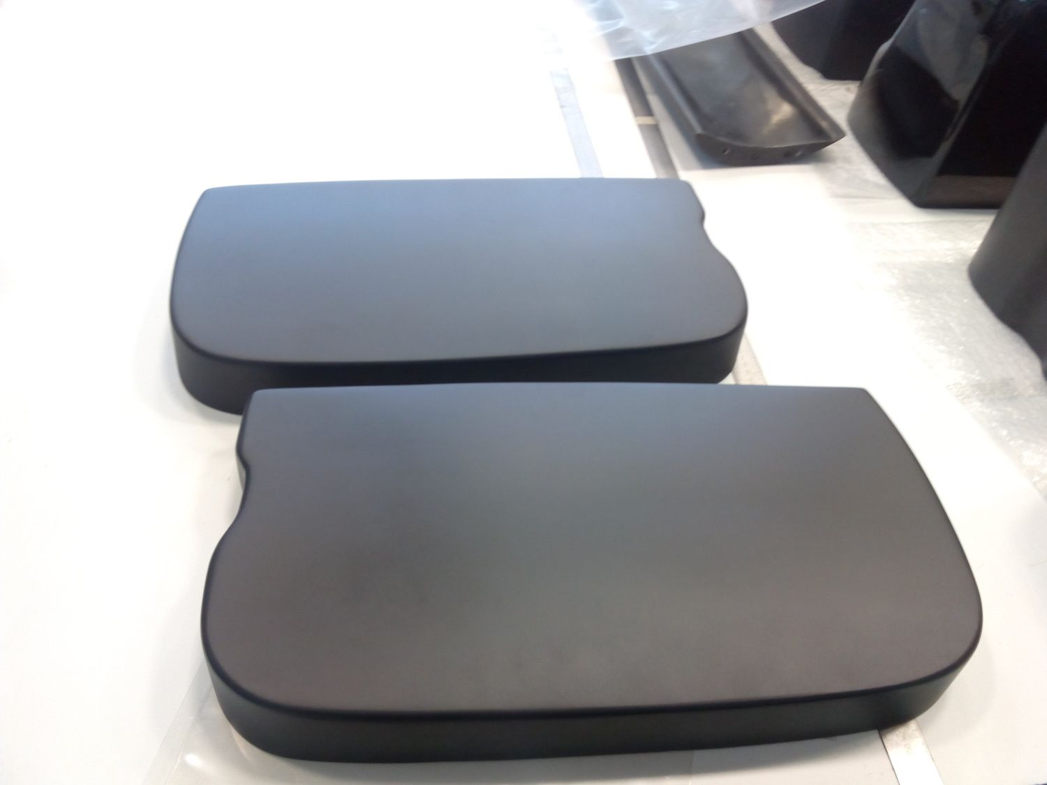 Middle lids, finished accordion case housings